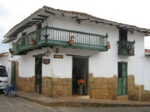 tipica casa in stile coloniale nel villaggio colombiano di Barichara